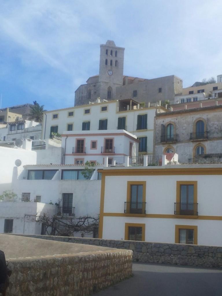 casas blancas 1 constante de dalt vila lado catedral 1